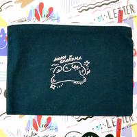 ナナの刺繍ポーチ