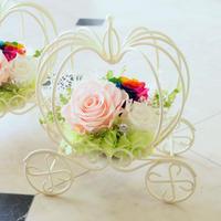 【送料無料】プリザーブドフラワー レインボーローズ かぼちゃの馬車 ピンク 結婚式 贈呈品 誕生日 シンデレラ