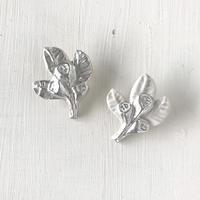 ユーカリの実銀彩磁土ブローチ