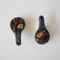 珈琲豆スプン金彩磁土ブローチ
