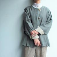 Wood button bicolor short coat