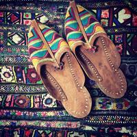 インド・ラジャスタン刺繍 ゴート革サンダル
