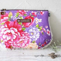 ふわふわファーと台湾花布(紫)のくびれポーチ♪