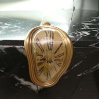 ダリの腰掛時計(ゴールド)