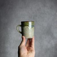 7013146【榮一工房】緑釉 線彫幾何学紋 コーヒーカップ(小)①