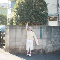 金の糸と赤いリボンの手縫いステッチ・ホワイトカーディガン / nisai