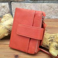 しっとり高級感あるオイルレザーの折り財布