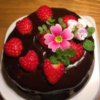 お花のチョコケーキ(チョコじゃないチョコ掛け)・12cm