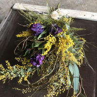 野の花屋  ミモザとチューリップのドライスワッグ