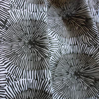 <受注販売> Maskros Grey ファブリック (幅147cm x 長さ120cm)