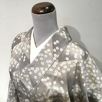 単衣   正絹   白× グレー   きりばめ調のグレーの鮫小紋に桜   z108