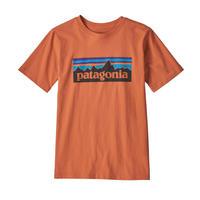 Patagonia(パタゴニア) レディース対応 ボーイズ・P-6ロゴ・オーガニック・Tシャツ #62153   Sunset Orange (SNS)