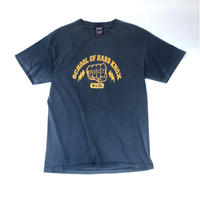 "FUCT ""school of hard knox"" Tシャツ (spice)"