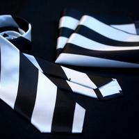 Oguri Original ネクタイ&ポケットチーフ レジメンタル 黒×白