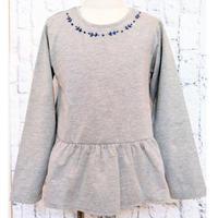 【SALE】Malvi&Co.(マルヴィー) お花柄刺繍Tシャツ/グレー