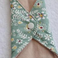 布ナプキンS  びわの葉染 緑草花