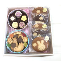 かわいい焼き菓子ギフト クッキー缶とマドレーヌのセット(メルヘン&お花)