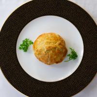 ※松本楼伝統のパイ包み焼き※ 舌平目・ずわい蟹・帆立のパイ包み焼き アメリケーヌソース(単品1個)