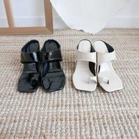 エナメルthumb sandal
