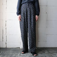 Small Pattern Tuck Pants NV
