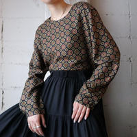 Small Pattern Pull Over Blouse BK
