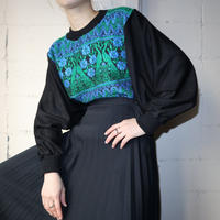Volume Sleeve Embroidery Tops BKGR