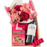 フラワーギフト お花とワイン、スイーツの詰め合わせ バラとカーネーションのフラワーアレンジ  ボルドー赤ワインハーフボトルとお菓子