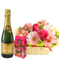 お誕生日に ピンク色のお花のアレンジメント フランスのスパークリングワイン 375ml チョコレートのギフトセット