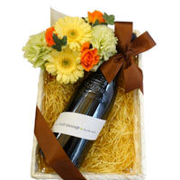 お祝いギフトにおすすめ ワインとお花のギフト 南フランスのフルーティーなオーガニック赤ワイン 750ml と 黄色とオレンジ色のフラワーアレンジメント
