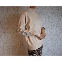#119 刺繡タートルネック/オフホワイト