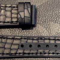 【メンズレザー×ラバーストラップ】マットブラック型押しレザー×ブラックラバー M-BR05