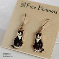 エナメル(七宝)ピアス・黒白猫(02-603)