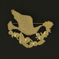 西川美穂/NISHIKAWA Miho「花と鳥と実のブローチ」