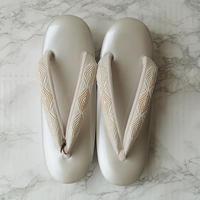 【草履】白銀色台×淡色菱文花緒 三段草履