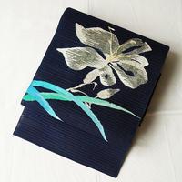 【夏なごや帯】濃紺色 百合花文 絽綴れ開きなごや帯