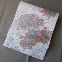【ふくろ帯】白地に紅赤や青の四季花文様