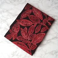 【なごや帯】黒地に赤い葉柄ろうけつ染め 八寸かがり なごや帯