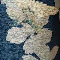 【袷】納戸色地大きな葉と抽象花柄小紋