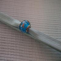 【帯留】ヴェネチアングラス帯留 青×藍白三分紐