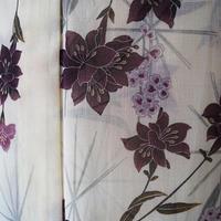 【夏・薄物】白地 麻の葉と花文 ポリエステル製小紋