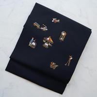【なごや帯】工芸キモノ 野口謹製 黒地 遊具刺繍 塩瀬なごや帯