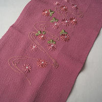 【半衿】濃ピンク 縮緬地 小花に流水文 刺繍半襟