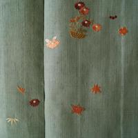 【袷】山葵色 花籠柄の刺繍 紬