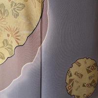 【袷】紫鼠色に花唐草と雪輪文訪問着