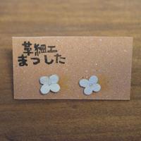ピアス/イヤリング 花 白