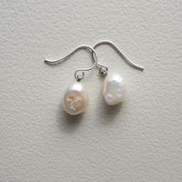 Baroque pearl pierce  (silver color)