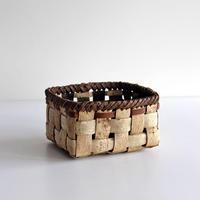 沢胡桃の置きかご 籠 (小物入れ)  表皮で縁は裏皮 (整理籠)