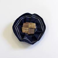 古布+沢胡桃のブローチ 『コサージュ』岩手県産のクルミ樹皮