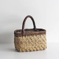 沢胡桃のかごバッグ  網代編み 手提げ籠  表皮×裏皮 丸み 斜めワンハンドル