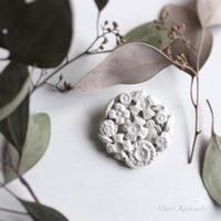 Aさま専用・mori de nohara de「白い花のブローチ」